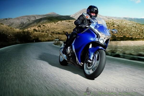 Обновление мотоциклов Honda VFR1200F 2012 года выпуска