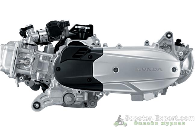 На фото двигатель жидкостного охлаждения от скутера Honda