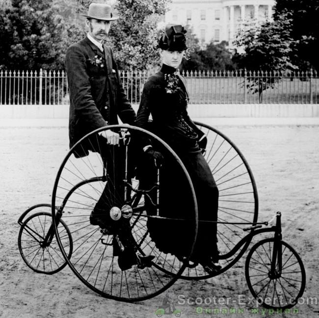 Старинный велосипед для двоих
