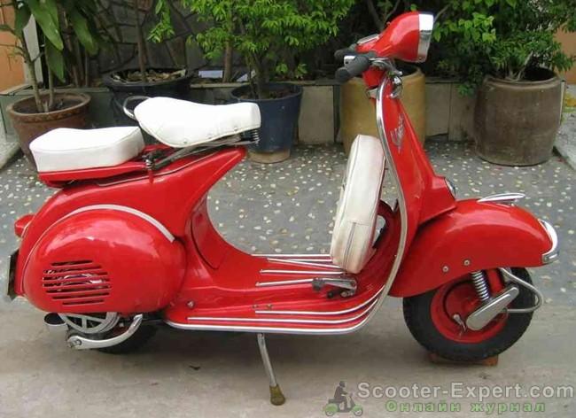 Ретро скутер Веспа сохранился в идеальном состоянии