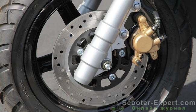 Передний дисковый тормоз на китайском скутере