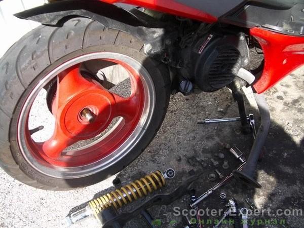 Снятие заднего колеса скутера