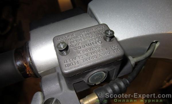 Тормозной бачок скутера